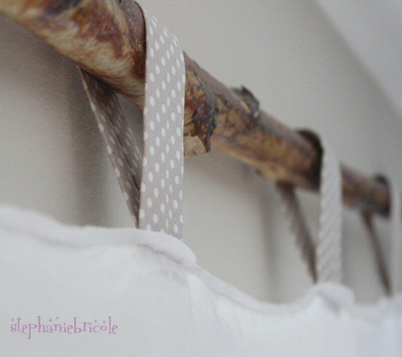 Id e d co diy une barre rideau avec une branche st phanie bricole - Comment poser une barre a rideaux ...