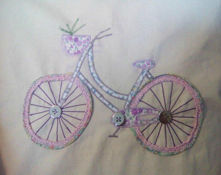 appliqué coussin vélo par Christine