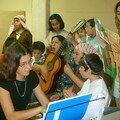 La Voluntaria francesa, María-Hermine nos acompaña con el teclado