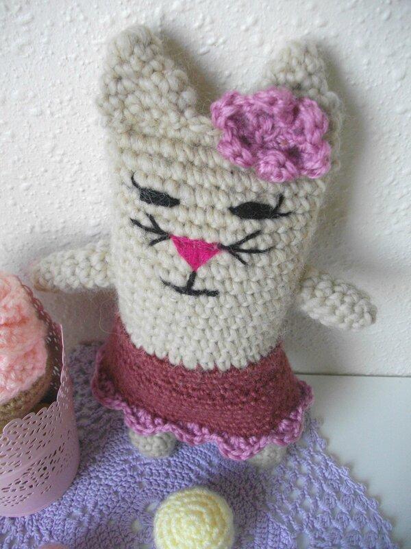 chat-crochet-jupe-cat-skirt-fleur-moustache