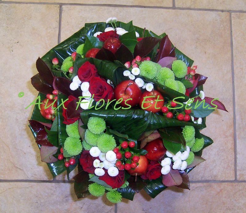 Bouquet rond avec Pommes rouges et Aspidistras