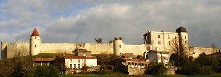 Villebois_Lavalette_le_chateau_Avril_2008__20_