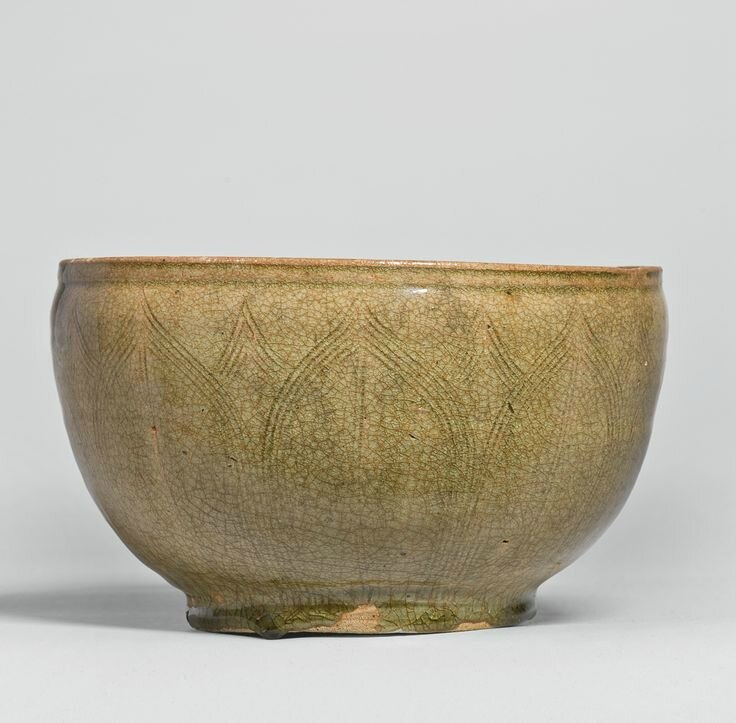 A green-glazed bowl, Southern Dynasties, 5th century