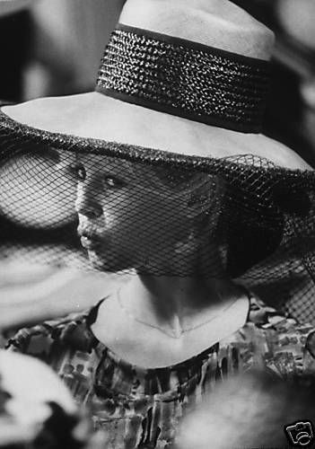 bb-theme-chapeau-1960s-boutique-02-1