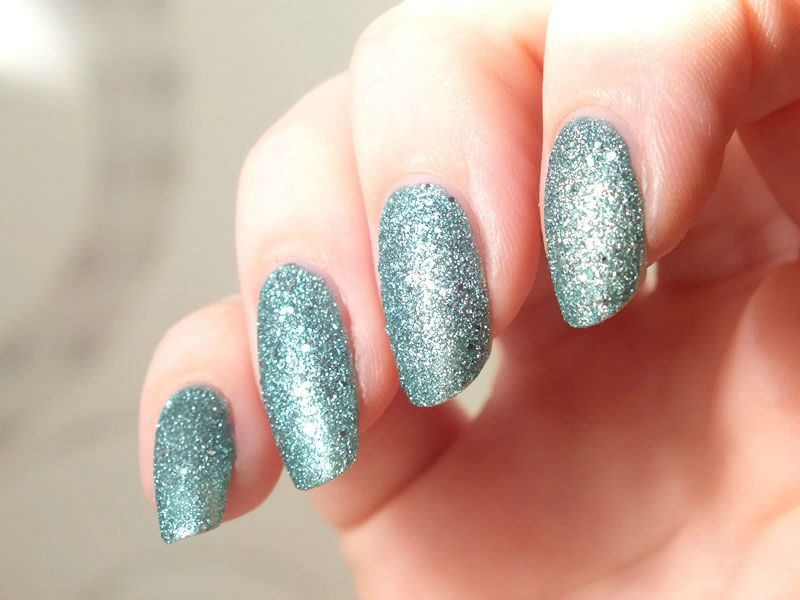 vernis-sable-claires-sand-nail-polish-bleu-paillettes-glitters-test-swatch-avis-winter-hiver-neige-ongles (6)