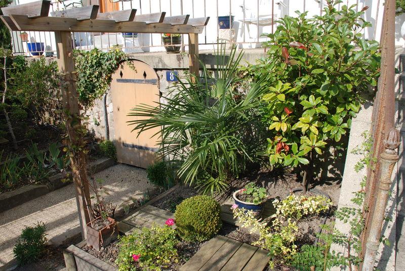 Le petit jardin photo de en arrivant la glycine la - Le petit jardin wittenberge colombes ...