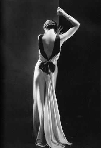 george hoyningen-huene Toto Koopman dans une robe du soir de August Bernhard 1933