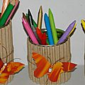Pots  crayons et papillons colos 
