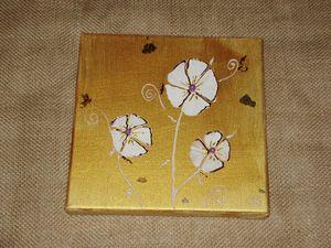 tableau or fleurs blanche