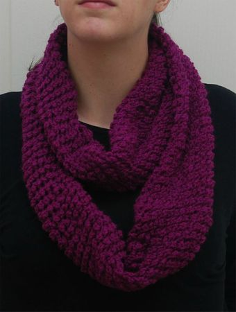 Snood violet porté 2