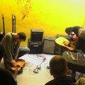 guitar destruction performance, duo avec Tetuzi Akiyama, AMS, Osaka, Avril 2007 (photo Kumiko)