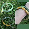Deux bracelets verts