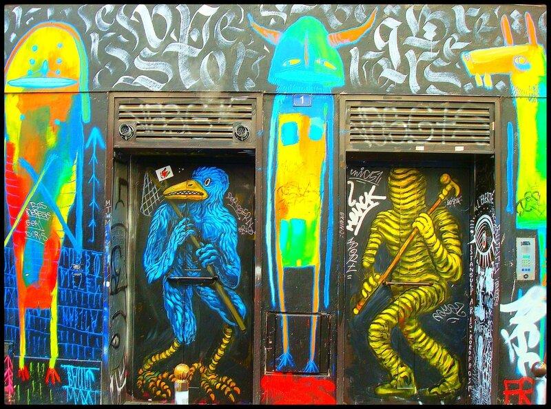graffitis : personnages colorés (rue Denoyer)