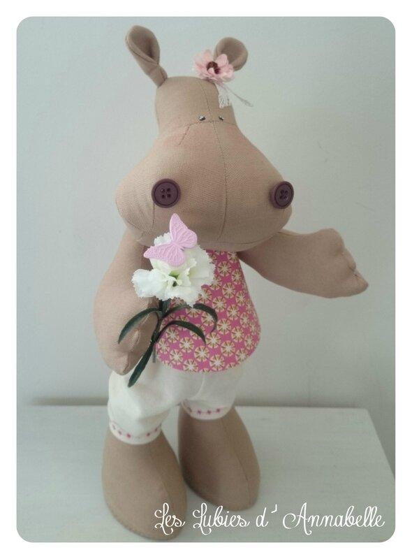 hippopotame fille fleur