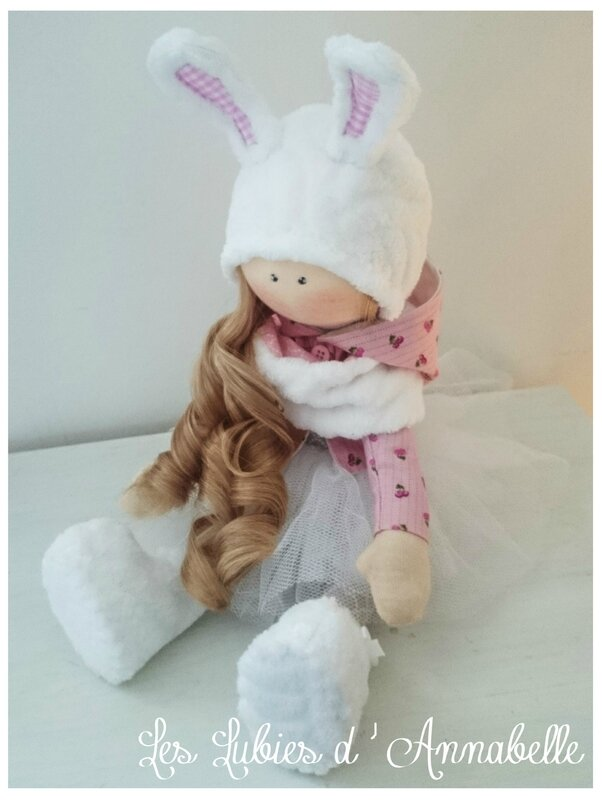 Poupée shabby chic bonnet lapin