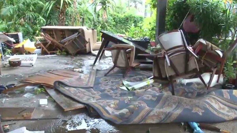 chaises-renversees-cyclone-bejisa-11064531gejql