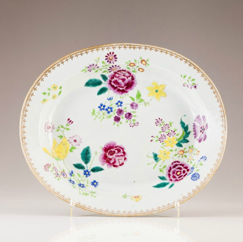 A Chinese export porcelain oval dish, Qianlong Period (1736-1795)