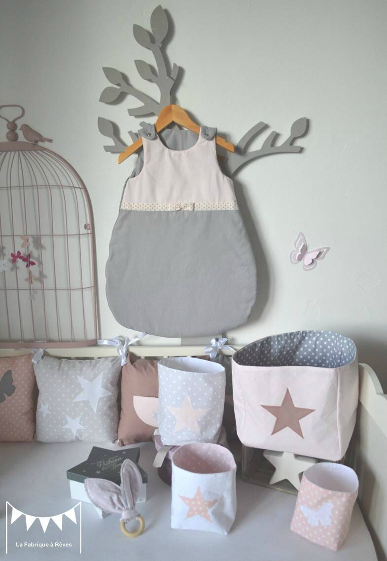 Awesome chambre bebe prune et taupe contemporary design for Maison romantique