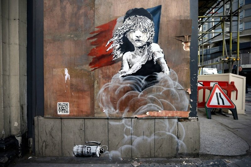 banksy-les-miz-mural-about-migrants-