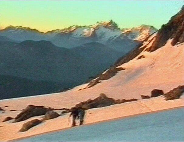 sur le glacier des Quirlies au lever du soleil