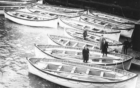 titanic_lifeboats_1