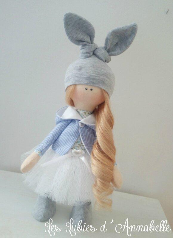 Poupée bonnet lapin tutu blanc