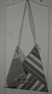 Sac triangle gris recto