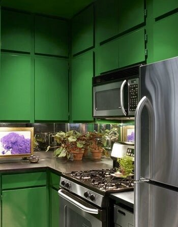 2f1cb0681a5aeb3c8a2ac78bcea043cf--decorating-small-apartments-green-cabinets