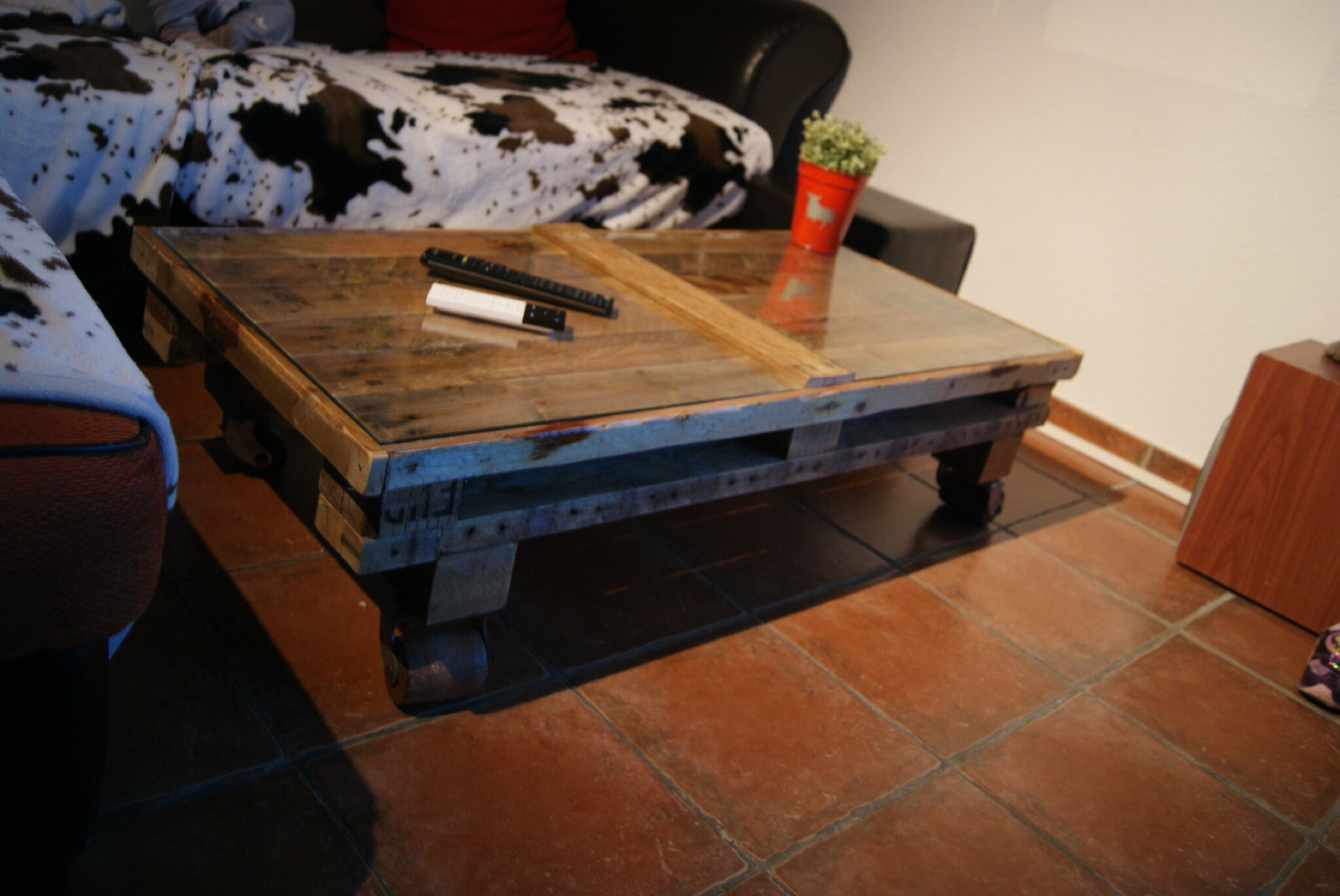 voici ma table basse palette - Table Basse Palette Roulettes