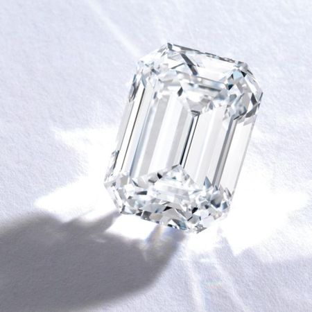 A_Magnificent_Emerald_Cut_Diamond_a