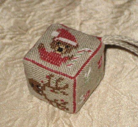 petit cube selon grille de Frimousse Noël 2007