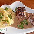 Escalope de veau grillée farcie aux asperges,sauce roquefort.
