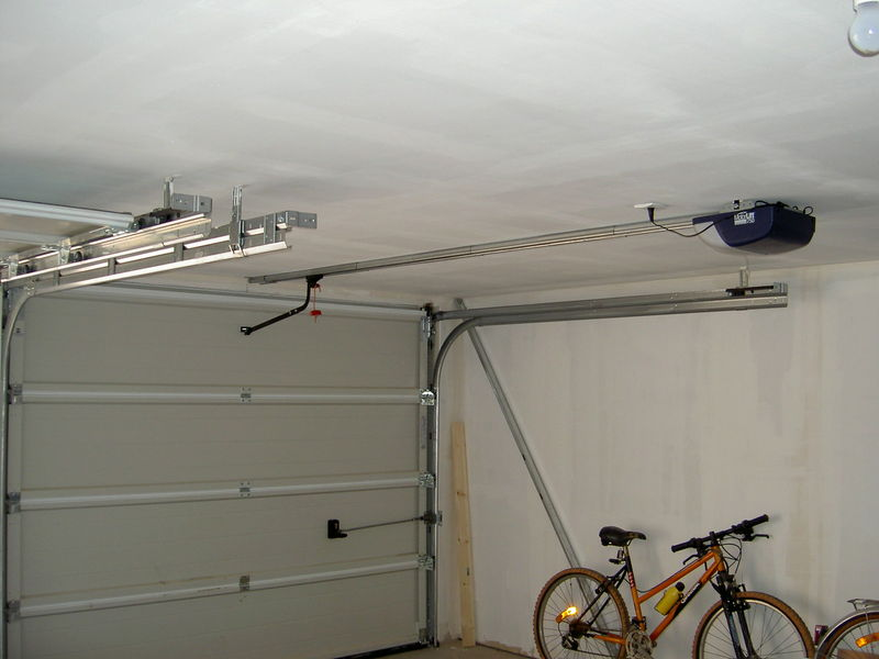 Automatismes de porte de garage home sweet home for Porte de garage electrique