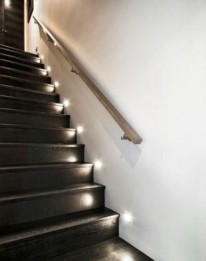 comment mettre en valeur un escalier jouer avec l 39 clairage decor 39 in id es conseils. Black Bedroom Furniture Sets. Home Design Ideas