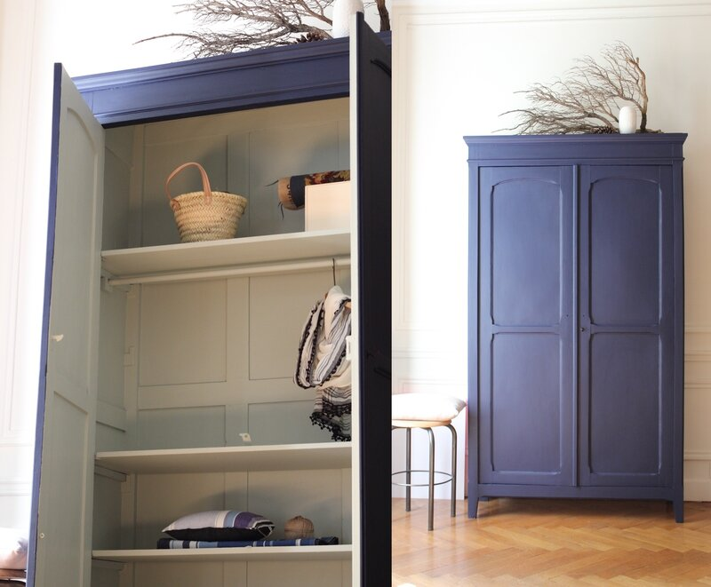 armoire penderie bleu nuit mobilier vintage d suet r tro trendy little 2. Black Bedroom Furniture Sets. Home Design Ideas