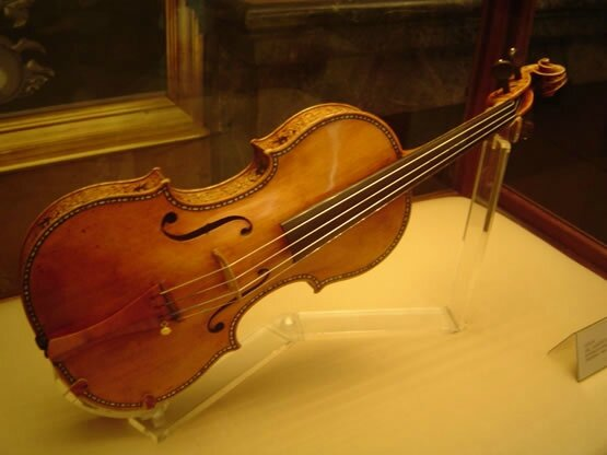 stradivarius_violin_music465