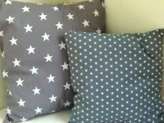 Duo de coussins étoiles