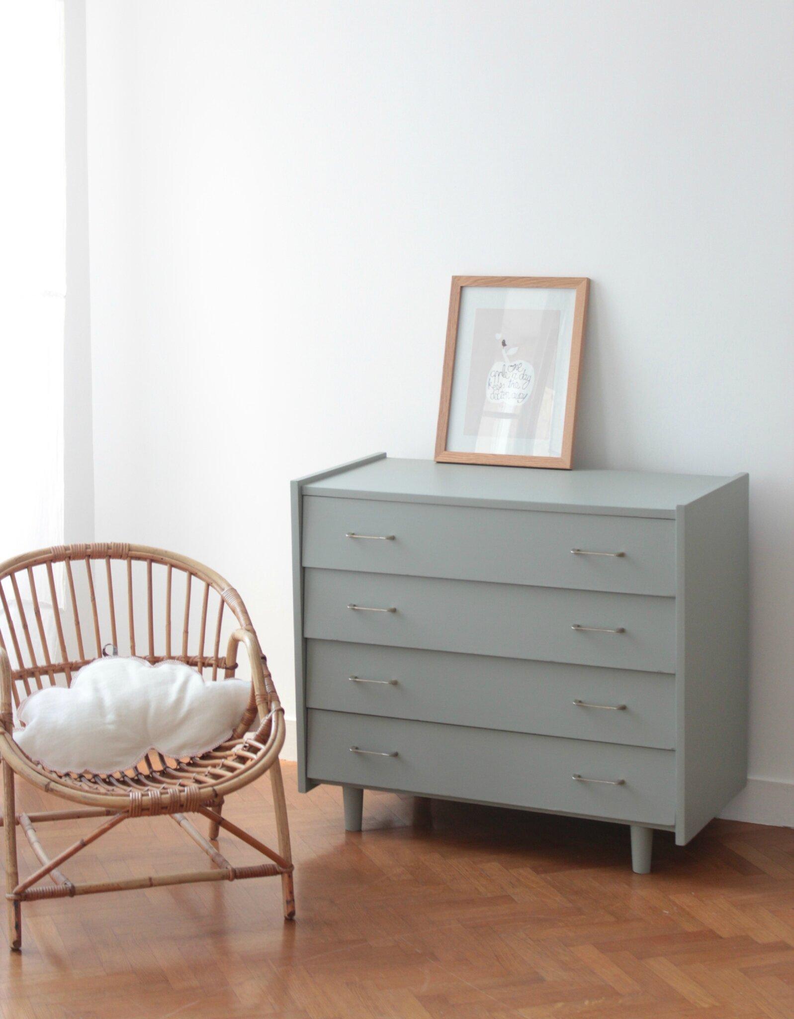 Commode vintage gris pigeon tiroirs biais   trendy little