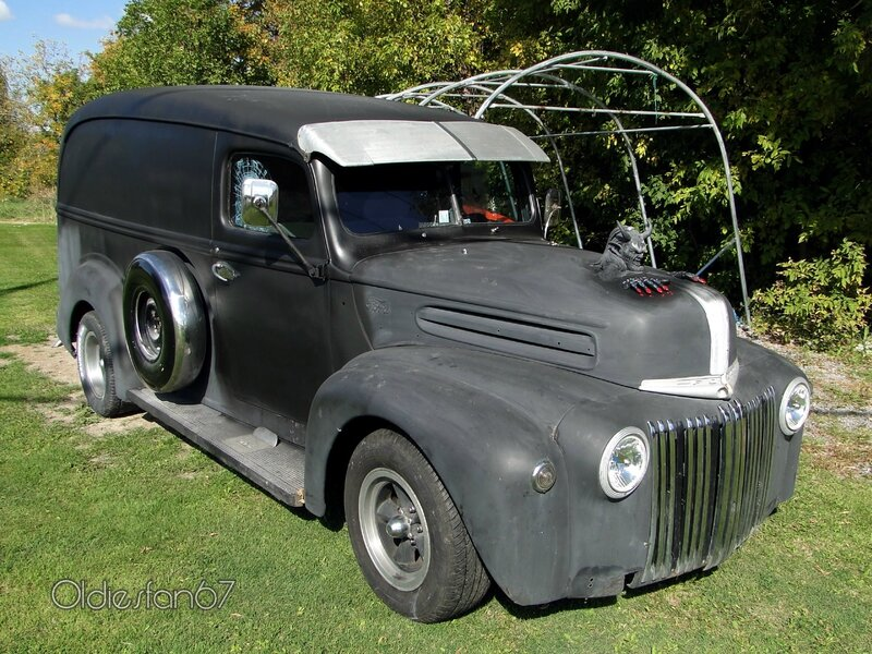 ford-panel-delivery-1942-1947-a
