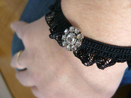 bracelet dentelle noire et strass plume Aux Petites Canailles (4)