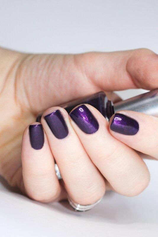 l'onglerie violet glam rock