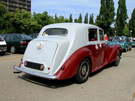 Bentley_mark_VI_saloon_de_1936__Retrorencard_juin_2010__02
