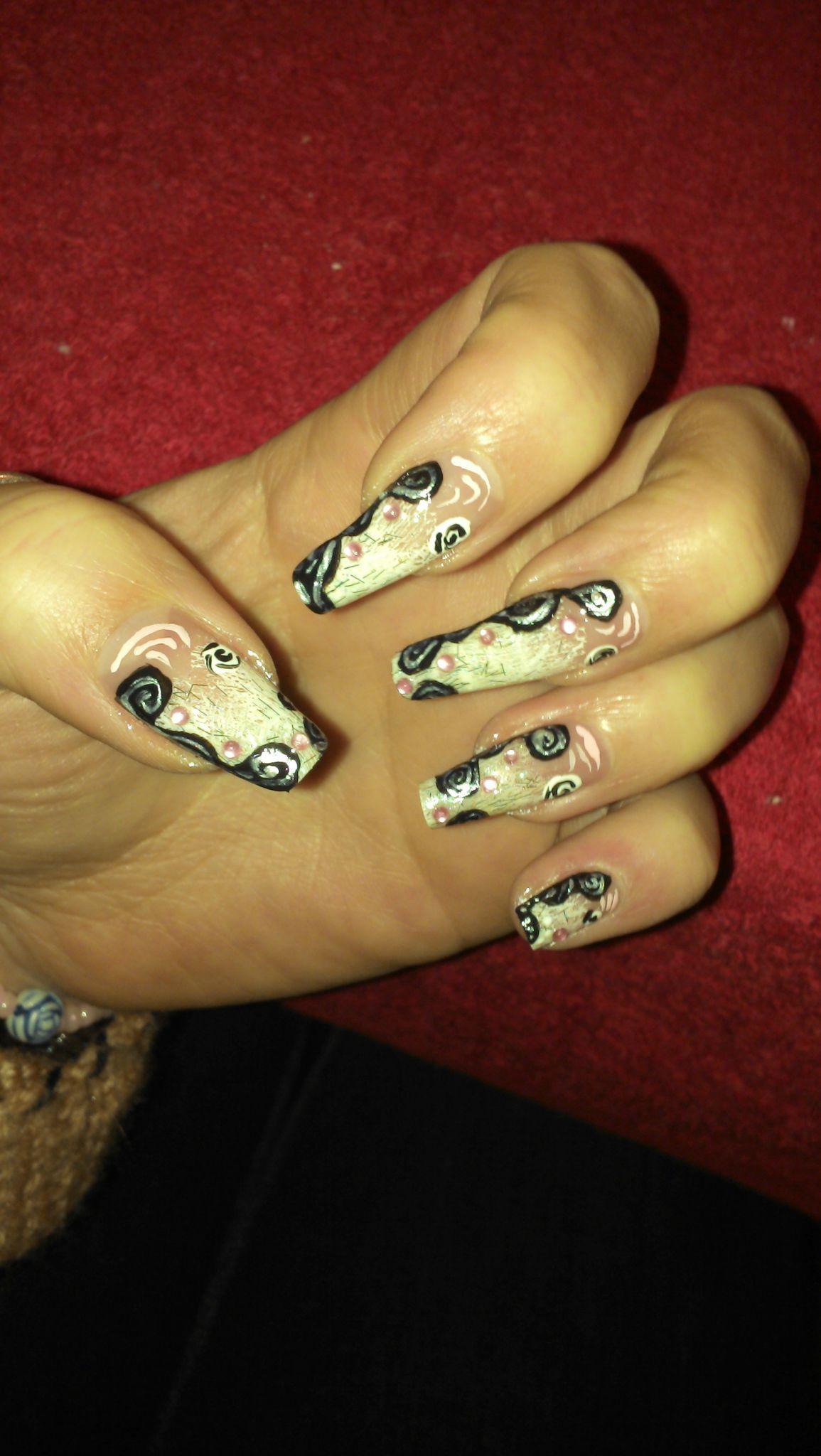 nail art spirales paillette pour confirmer les ongles de lilou lila. Black Bedroom Furniture Sets. Home Design Ideas