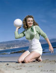 1945_beach_sitting_green_pull_060_1a
