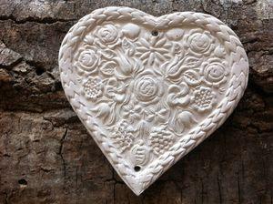 coeur de rose, céramique, déco, suspendu, diffuseur, cadeau, faïence, terre, lesdécosdelaflo, plomb de nappe, maman, original, idée, pampille, accessoire, mercerie, platre