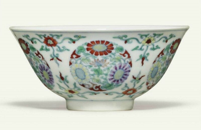 A doucai 'chrysanthemum' bowl, Yongzheng six-character mark in underglaze blue within a double circle and of the period (1723-1735)