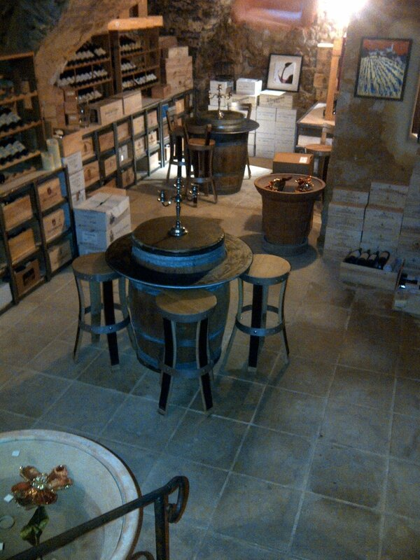 aménagement cave,meuble caviste,mobilier caviste,tabouret de bar,tabourets de bar,chaise de bar,chaises de bar,au gout du jour,douelledereve,meuble de cave,agencement cave à vin,table tonneau,mobilier en chêne,meuble
