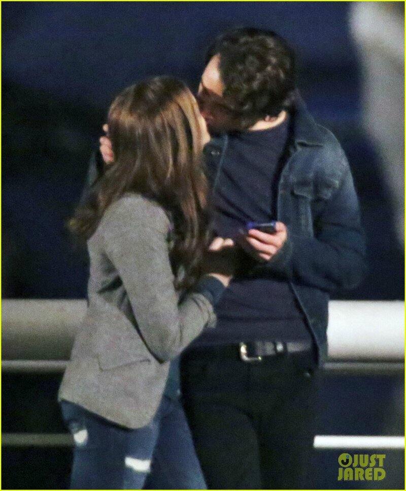 chloe-moretz-kisses-co-star-jamie-blackley-on-set-02