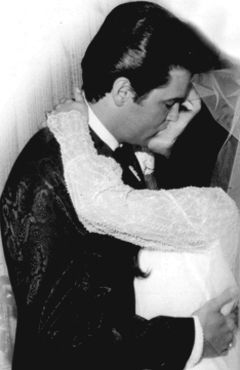 Elvis-Priscilla-WeddingKiss