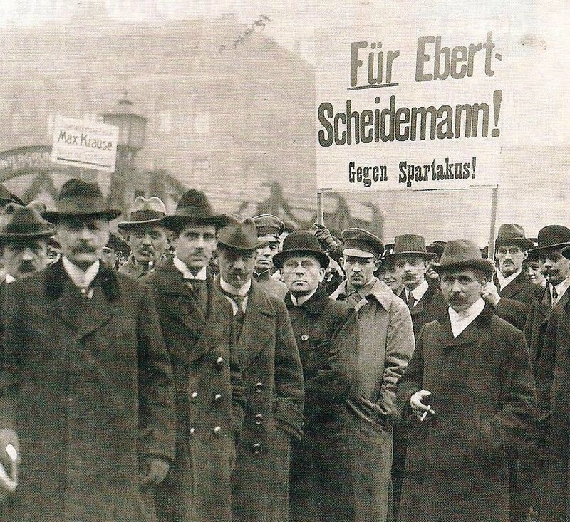photo mouvement socialiste après 1ère GM - affrontement SPD KPD